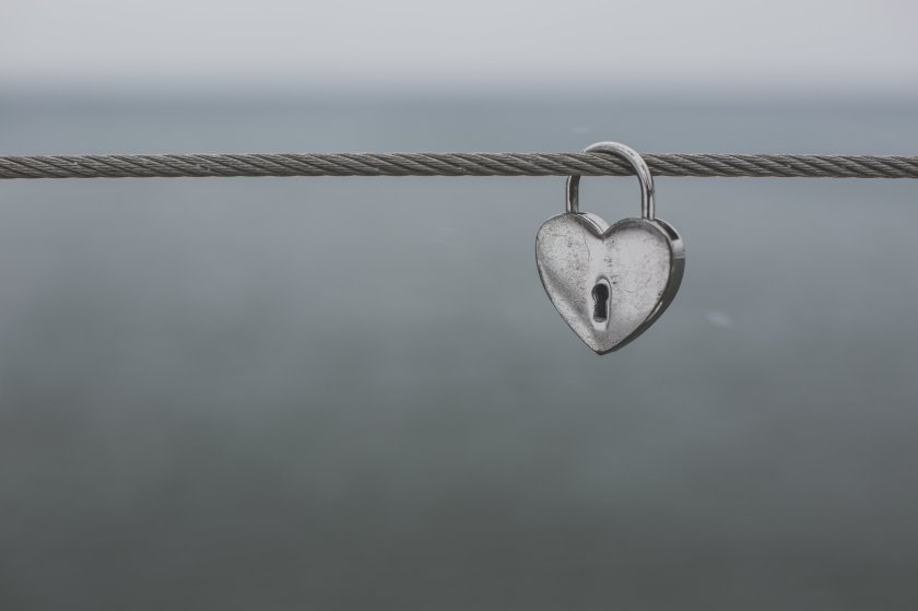 heart-shaped-lock-on-wire_4460x4460