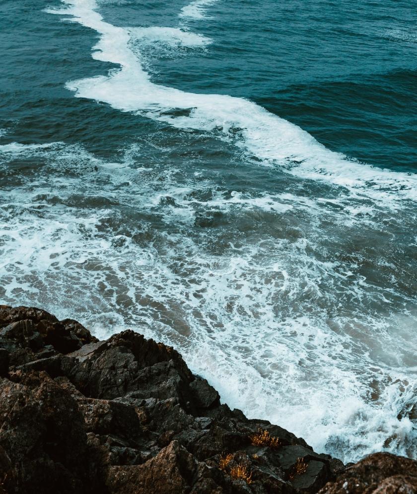 waves-crash-on-rocks_4460x4460.jpg