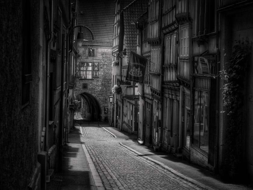 black-and-white-buildings-city-33540